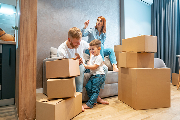 وقف دادن کودکان با خانه جدید